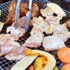 バーベキューの肉の下ごしらえで肉を柔らかく味付けする脅威の方法